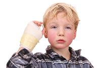 boy with cast on han